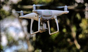Jakie wymogi trzeba spełniać, aby latać dronem ?